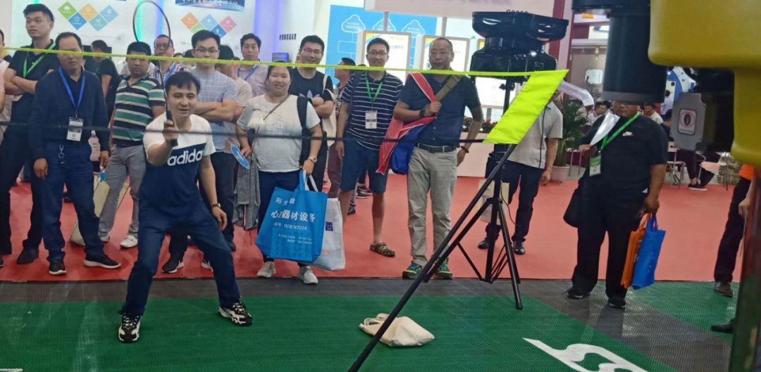 badminton automatic shooting machine